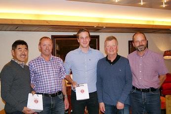 Ando Ichiro, Ruedi Spieler, Andy Mey, Kurt Zumbrunn mit dem Präsidenten Jürg Schmid.